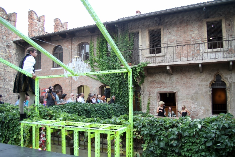 Romeo's Balcony, performance, Verona, 2013