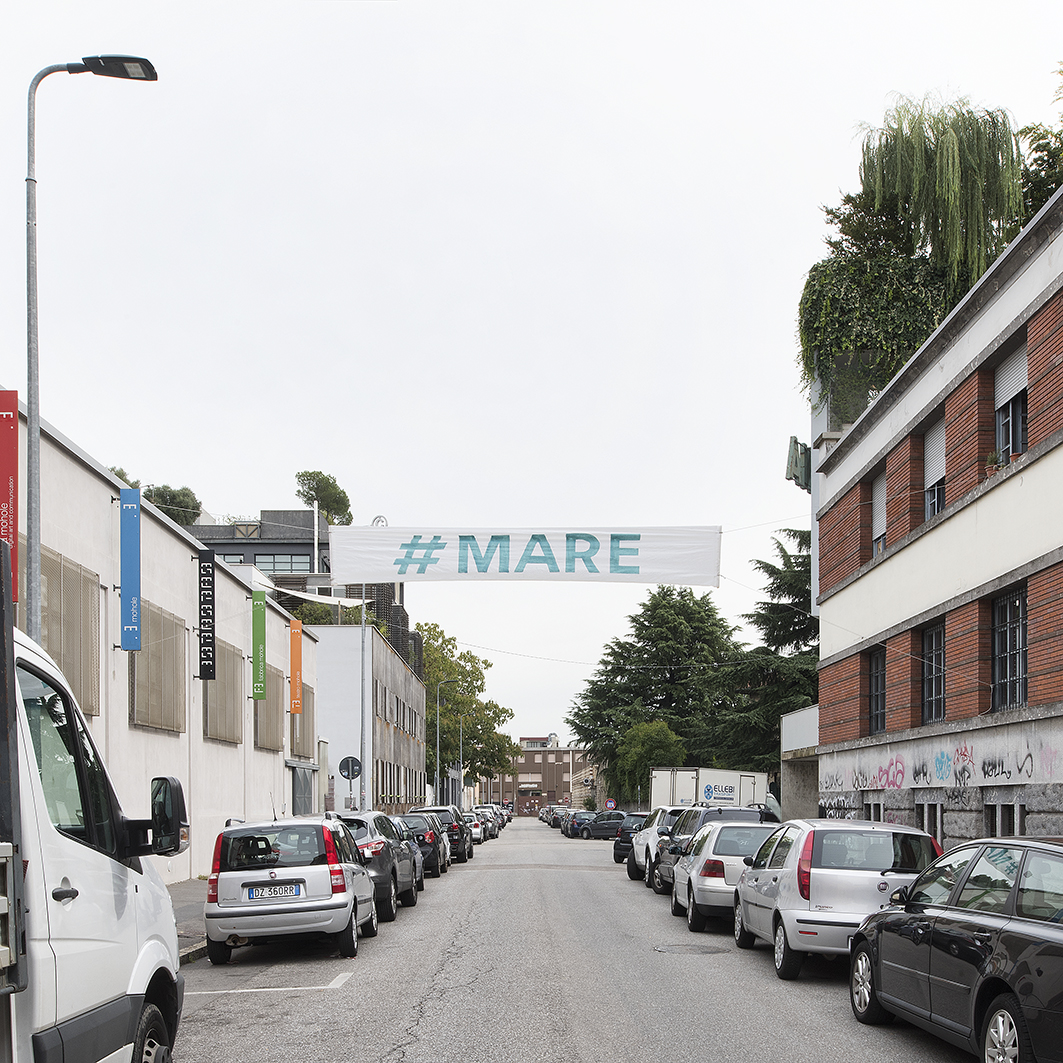 #mare, pasacalles-street banners, Daniel González, Imaginary Country, public art installation, 2017, Milan, ph Carola Merello