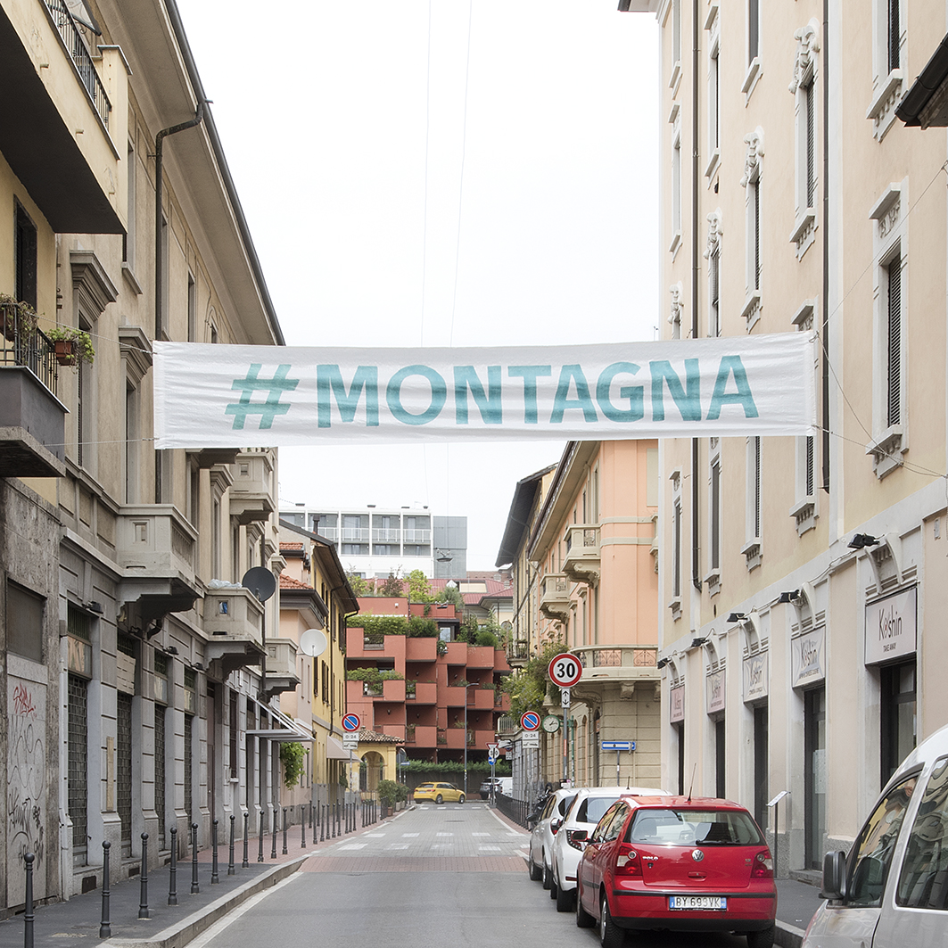 #montagna - #mountain, pasacalles-street banners, Daniel González, Imaginary Country, public art installation, 2017, Milan
