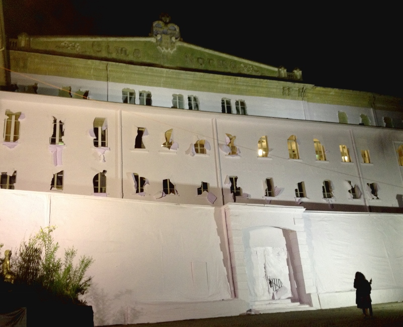 Daniel González, Paper Building, 2016, night view, courtesy the artist