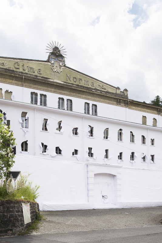 Daniel González, Paper Building, 2016, ph Carola Merello