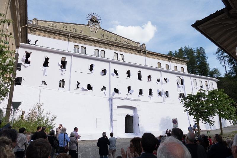 Daniel González, Paper Building, 2016, ph Saverio Lombardi Vallauri